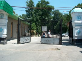 Central entrance to Cemetery No. 1 (on S.P.Botkin street)